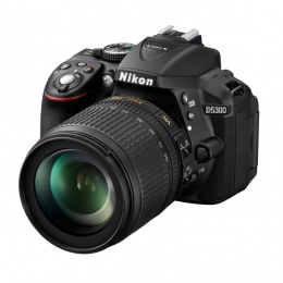 Nikon D5300 + Objektiv 18-105mm